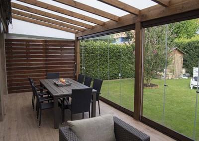 10 – Cortinas correderas de cristal Lumon en porche de madera