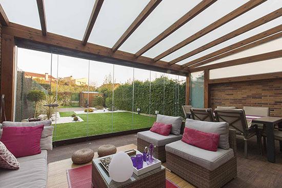 13 cortinas de cristal en porche de madera echarri - Cortinas pergola ...