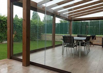 5 – Cortinas correderas de cristal Lumon en porche de madera