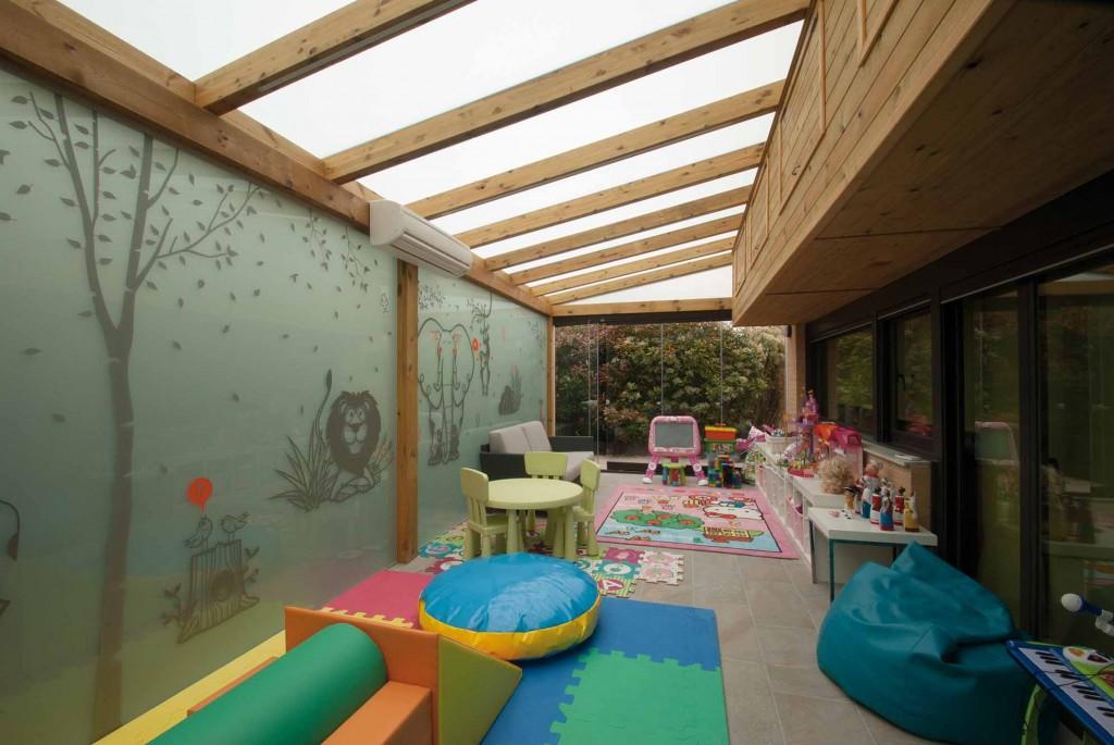 2 – Cortinas de cristal en porche de madera