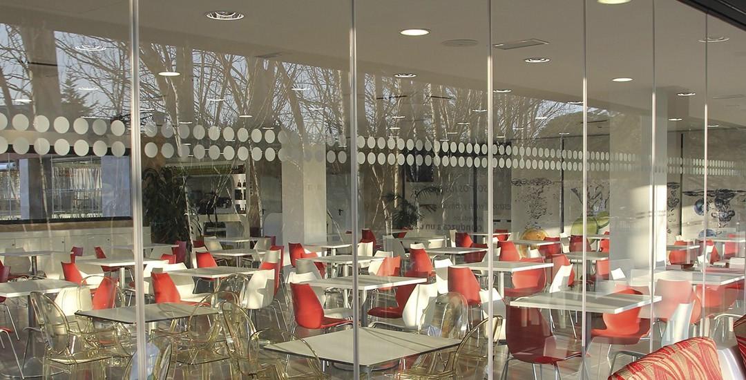 2correderas-cristal-terraza-hosteleria