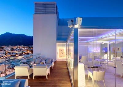 26 – Cortina de cristal en terraza de Hotel